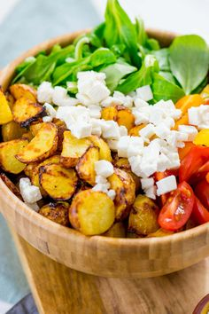 Honig Senf Röstkartoffel Salat mit Feta und Tomaten – Einfach Malene - All About Food! - Honey mustard Roasted potato salad with feta and tomatoes – great and healthy recipe for the Airfryer Healthy Salads, Healthy Dinner Recipes, Vegetarian Recipes, Quick Recipes, Zone Recipes, Vegetarian Cookbook, Fried Potatoes, Roasted Potatoes, Potato Recipes