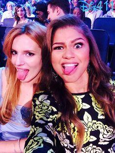 Bella Thorne and Zendaya Coleman reunite at the 2014 MTV Movie Awards! Disney Channel Stars, Disney Stars, John Hardy, Mode Zendaya, Bella Thorne And Zendaya, Celebrity Selfies, Bella Throne, Christian Louboutin, Princesa Disney