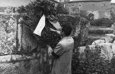 ΚΑΙΣΑΡΙΑΝΗ - 1948 - ΕΝΑ ΣΤΕΦΑΝΙ ΓΙΑ ΤΟΥΣ ΠΕΣΟΝΤΕΣ ΑΠΟ ΤΟΥΣ ΓΕΡΜΑΝΟΥΣ -