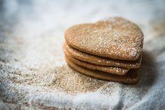 Allergivennlige julekaker: Julekaker for deg med allergier - KK Winter Holidays, Allergies, Gluten, Dishes, Cookies, Chocolate, Desserts, Food, Cilantro