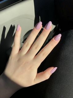 Semi-permanent varnish, false nails, patches: which manicure to choose? - My Nails Acrylic Nails Pastel, Summer Acrylic Nails, Acrylic Nail Designs, Acrylic Nails Almond Short, Rounded Acrylic Nails, Acrylic Nail Shapes, Pastel Nail Polish, Cute Spring Nails, Spring Nail Colors