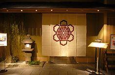 大和屋 心斎橋店。「大和屋」さんと言えば、明治の創業以来百三十年の歴史を誇る関西日本料理界のまさに老舗中の老舗。
