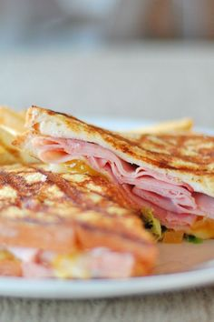 Weight Watchers Monte Cristo Sandwiches Recipe with Egg, Dijon Mustard, Gruyere Cheese, and Turkey Breast - 10 WW Freestyle and Smart Points Weight Loss Meals, Weight Watchers Lunches, Weight Watcher Dinners, Monte Cristo Sandwich, Skinny Recipes, Ww Recipes, Cooking Recipes, Turkey Recipes, Crockpot Recipes