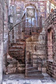 I have always wondered why I'm so drawn to the Indian culture, but have yet to be submersed in it? Jaipur I think.Informations About beautiful Staircase. Jaipur I think. Stairway To Heaven, Abandoned Mansions, Abandoned Buildings, Abandoned Places, Beautiful Stairs, Beautiful Buildings, Beautiful Places, Beautiful Pictures, Architecture Cool