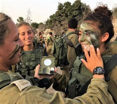 Idf Women, Military Women, Powerful Pictures, Hero World, Brave Women, Military Girl, Female Soldier, Material Girls, Armed Forces