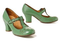 Vintage style t-strap green shoes Penelope Movie, Mode Shoes, Retro Mode, T Strap Heels, Green Shoes, Looks Vintage, Vintage Style, Vintage Shoes, Vintage Bags