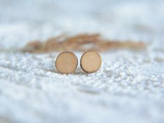 Minimalist natural earrings made from wood slice by MyPieceOfWood