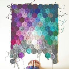 The next feature goes to @olivesandpickles who created this AMAZING hexagon crochet blanket #craftsposure