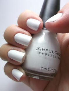 GLITTER ON MY NAILS: sinful color's snow me white