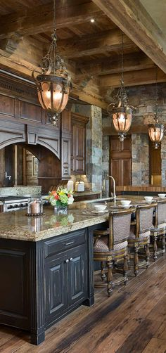 Traditional country kitchens are a design option that is often referred to as being timeless. Over the years, many people have found a traditional country kitchen design is just what they desire so they feel more at home in their kitchen. Rustic Kitchen Cabinets, Rustic Kitchen Design, Luxury Kitchen Design, Home Decor Kitchen, Interior Design Kitchen, Kitchen Ideas, Kitchen Designs, Rustic Country Kitchens, Cabin Kitchens