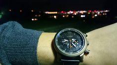 Svetlá nočných lámp vám neprezradia, kedy je ten správny čas ísť domov, no naše hodinky áno. #lumir #lumirhodinky #watch #watches
