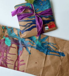 DIY wrapping paper by melting crayons on to brown paper packages or old grocery store bags. Diy Wrapping Paper, Gift Wrapping, Wrapping Ideas, Homemade Ornaments, Homemade Gifts, Christmas Wrapping, Christmas Crafts, Broken Crayons, Easy Craft Projects