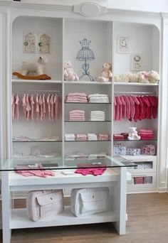 so pretty for baby/kids Boutique Decor, Boutique Interior, Boutique Design, Baby Boutique, Boutique Ideas, Baby Store Display, Clothing Store Design, Muebles Shabby Chic, Kids Store
