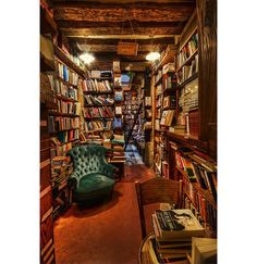 Bookshelf porn (not what you think!) Amazing bookshelves from around the world.