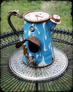 Horloge sur théière en porcelaine recyclée maison pour oiseaux... Retrouvez divers modèles avec 6% de REDUCTION avec http://fr.igraal.com/codes-promo/Bakker/bon-de-reduction
