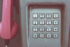 """Résumé de ma fanfiction sur Blindspot """"Friends don't"""" : Reade est de nouveau allongé dans son lit à penser à sa meilleure amie. Il ne pouvait arrêter de se repasser la journée qui venait de s'écouler. Et si un appel tardif pouvait répondre à toutes ses questions. #Blindspot #histoiredamour #repata #songfic Steve Wozniak, E Commerce, Le Colorado, Wrong Number, Vintage Telephone, Old Phone, One Ring, Listening To You, Speech And Language"""