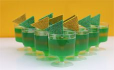 Want a proud Australian recipe? These green and gold jellies are a sweet treat that are great for an Australia Day dessert idea or for kids' cooking. Yum!