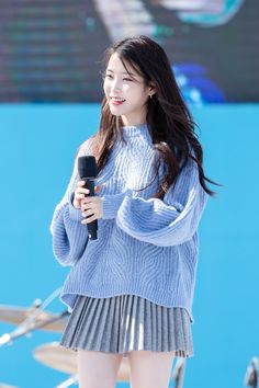 K-Pop Babe Pics – Photos of every single female singer in Korean Pop Music (K-Pop) Iu Fashion, Korean Fashion, Cute Korean, Korean Girl, Kpop Girl Groups, Kpop Girls, Asian Woman, Asian Girl, Korean Actresses