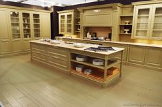Traditional Antique White Kitchen Cabinets #22    (Kitchen-Design-Ideas.org)
