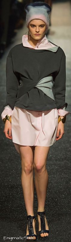 See all the Collection photos from Alexis Mabille Autumn/Winter 2015 Ready-To-Wear now on British Vogue Fashion Moda, Vogue Fashion, Runway Fashion, Fashion Show, Fashion Design, Paris Fashion, Alexis Mabille, 2016 Fashion Trends, Fashion Week 2015