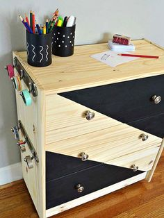 Rolling Craft Cart Ikea Rast Hack by turning a dresser into a traveling craft cart to be used anywhere around the house. Organized and fun! Diy Storage Furniture, Furniture Makeover, Furniture Refinishing, Painted Furniture, Rolling Craft Cart, Flip Furniture For Profit, Mobile Craft, Craft Storage, Home Organization
