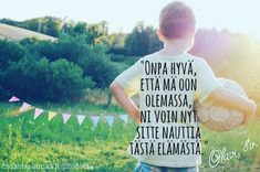 Lapsena muistamme nauttia elämästä, mutta toisinaan aikuiseksi kasvaessa se unohtuu. Mistä elämäsi osasista sinä nautit? 💛 ⠀ ⠀ Live Life, Happy Life, Haha, T Shirts For Women, Motivation, Tees, Instagram Posts, Quotes, The Happy Life