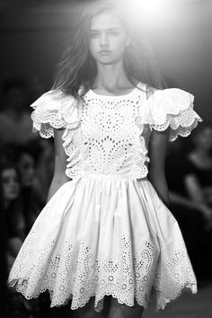 Broderie Anglaise Dress with layered scalloped sleeves #TopshopPromQueen