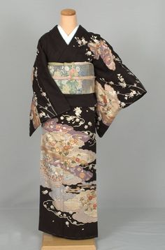 Kimono Japan, Japanese Kimono, Japanese Fashion, Traditional Kimono, Traditional Outfits, Kabuki Costume, Japanese Aesthetic, Express Women, Married Woman