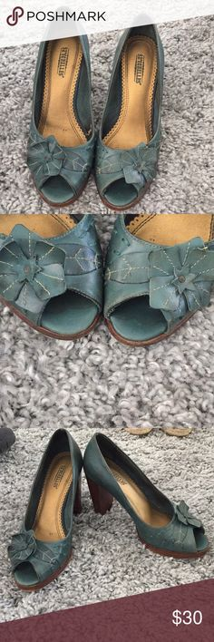 Seychelles heels. Size 7 These emerald green peep toe heels are super comfortable. Very eye catching. I get lots of compliments on them. My heel wearing days are over! One small tear in the lining of the right shoe. Doesn't affect look or wear at all. These are leather. Seychelles Shoes Heels