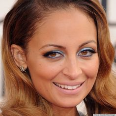 nicole richie golden globes 2013- blue eyeshadow that looks great