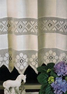 This Pin was discovered by Sig Crochet Kitchen, Crochet Home, Bed Curtains, Crochet Curtains, Curtain Designs, Filet Crochet, Window Coverings, Free Sewing, Home Decor Bedroom