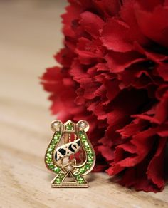 Another beautiful vintage badge! #internationalbadgeday #CoffeeWithCelia #AlphaChiOmega #NRCW14