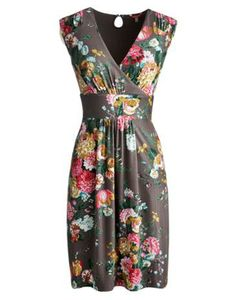 Joules Womens Dress, Ruby Border Heron Grey. In a classic style with vintage details, this dress will be welcome at garden parties, seasonal soirees and is also perfect to pack away for an escape to distant shores. The waist panel has been designed to give it a truly feminine look and feel. Crafted from the finest fabric with a touch stretch for easy movement.
