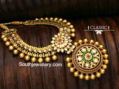 Kundan Antique Gold and equipment legitimately Necklace Indian Wedding Jewelry, Indian Jewelry, Bridal Jewelry, Gold Jewelry, Diamond Jewellery, Amrapali Jewellery, Jewlery, Statement Jewelry, Diamond Earrings