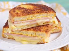 Grilled ham and cheese: nothing to scoff at. But a Croque Monsieur? Baked ham and cheese with velvety béchamel oozing out all over the place: mind-altering. Sandwich Jamon Y Queso, Cheese Sandwich Recipes, Sandwich Ideas, Monte Cristo Sandwich, Grilled Ham And Cheese, Easy Meals, Food And Drink, Yummy Food, Favorite Recipes