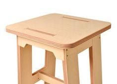 A Ziú Design é uma empresa de desenvolvimento e fabricação de móveis e utensílios criada em 2013 pelo designer de produto Marcelo Lobo e composta por uma equipe com anos de experiência na fabricação de mobiliário.
