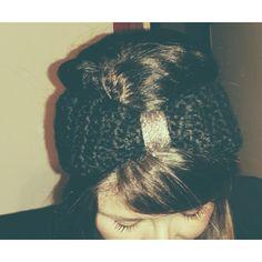 Fascia per capelli in lana.