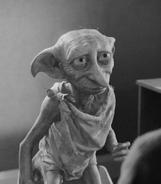 Dobby the fouth best character in Harry Potter Mundo Harry Potter, Dobby Harry Potter, Harry Potter Characters, Harry Potter World, Dobby Elfo, Hogwarts, Fantastic Beasts, Portrait, Poster