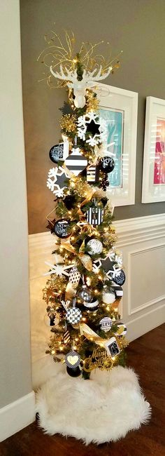 33 Awesome Inspiring Black And Gold Christmas Decoration Ideas. Totally inspiring black and gold - Holiday Christmas Wedding Centerpieces, Gold Christmas Decorations, Christmas Tree Themes, Halloween Christmas, Christmas Holidays, Gold Decorations, Holiday Candles, Burlap Christmas, Disney Christmas