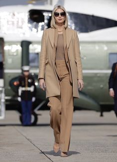 What Ivanka Wore Touring Apple Manufacturing Plant - Political Fashion By Mona Salama Camel Pants, Ivanka Trump Style, Camel Tops, Classy Outfits, Formal Outfits, Work Outfits, Newest Macbook Pro, Shady Lady, Classy Women