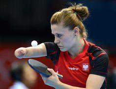 Julio 29 de 2012 - La polaca Natalia Partyka sirve contra la danesa Mie Skov durante la ronda preliminar de tenis de mesa femenino. (AFP/VANGUARDIA LIBERAL)