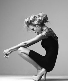 Crouching Model Pose with strong shape & silhouette; stylish black & white fashion photography Snowhitestyle
