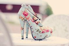 I am bringing along yet another new and elegant post of Floral heels! Currently what I have in my assemblage is a beautiful post of Floral heels Pretty Shoes, Beautiful Shoes, Cute Shoes, Me Too Shoes, Beautiful Beautiful, Gorgeous Heels, Amazing Heels, Pretty Sandals, Hello Gorgeous