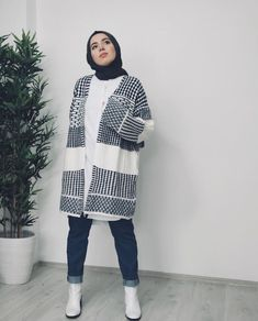 Famous brand hijab clothing – women's clothing and fashion Modern Hijab Fashion, Street Hijab Fashion, Hijab Fashion Inspiration, Arab Fashion, Muslim Fashion, Mode Inspiration, Modest Fashion, Casual Hijab Outfit, Hijab Chic