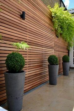 Want garden fence ideas with garden art ideas? These fence decorations are great ways to dress up your outdoor space. If you'd like specific ideas for privacy fences, I've got a collection of 70 Gorgeous Backyard Privacy Fence Decor Ideas on . Backyard Fences, Garden Fencing, Backyard Landscaping, Landscaping Design, Privacy Fence Landscaping, Outdoor Fencing, Patio Fence, Bamboo Fence, Cedar Fence