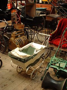 ~Check out the big wheeled black monster pram in the background. Pram Stroller, Baby Strollers, Vintage Pram, Prams And Pushchairs, Dolls Prams, Baby Carriage, Kids And Parenting, Big, Children