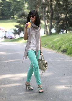 summer scarf outfit - A summer scarf is a great way to add instant originality to your outfit that is based on basics.