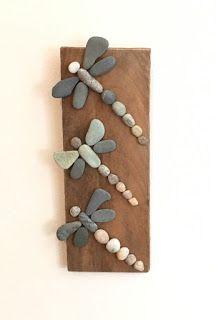 Three Rock Dragonflies on Driftwood- More art diy art easy art ideas art painted art projects Kids Crafts, Beach Crafts, Diy And Crafts, Craft Projects, Arts And Crafts, Summer Crafts, Caillou Roche, Art Rupestre, Art Pierre
