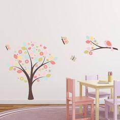 Tryckt wallsticker med ett vårträd