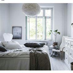 We love chic minimalist decor. Scandivian design has always been one of our favorite interior design styles ever.